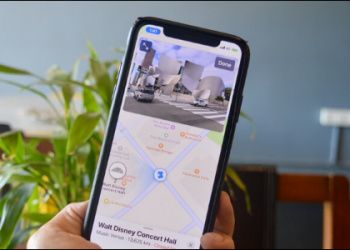 How to Explore Cities in Apple Maps Using Look Around
